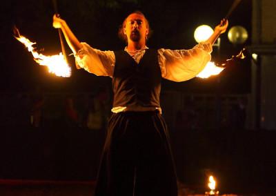 Doppelstab Mikien Feuershow beim Haaner Sommer 2015