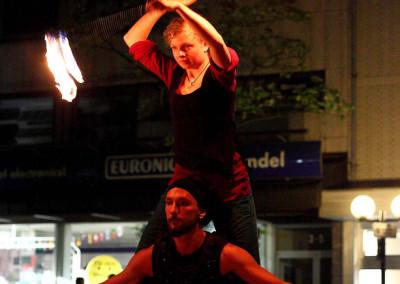 Larien Poi Akrobatik bei der Feuershow vom Haaner Sommer 2011