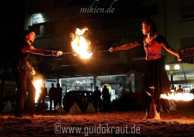 Mikien und Sandina Partnerpoi bei der Feuershow vom Haaner Sommer 2011