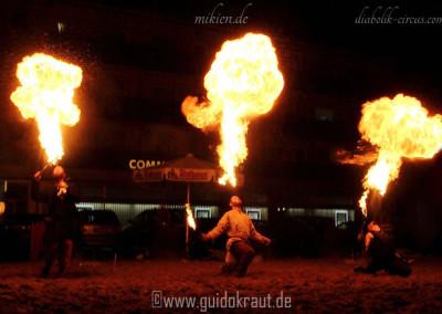 Feuerspucker des Diabolik Circus [DC] beim Haaner Sommer 2011