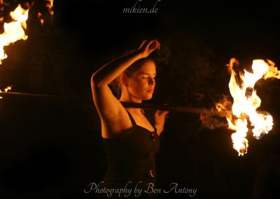 Sandina in contact with fire - Mittelalterlicher Weihnachtsmarkt Durlach 2015